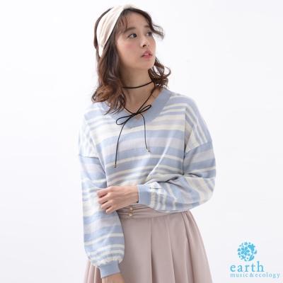 earth music 舒適V領條紋配色長袖針織上衣-附頸鍊