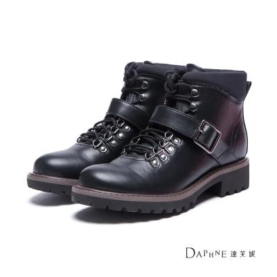 達芙妮DAPHNE 短靴-皮帶釦金屬環綁帶平底短靴-黑