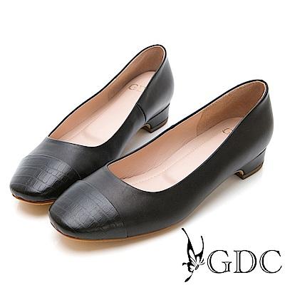 GDC-知性紋路拼接低跟包鞋-黑色