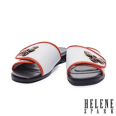 拖鞋 HELENE SPARK 金屬晶鑽蜜蜂滾邊一字異材質平底拖鞋-白