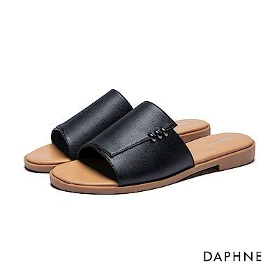 達芙妮DAPHNE 拖鞋-寬版鞋面金屬環飾平底拖鞋-黑
