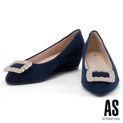 低跟鞋 AS 經典方鑽釦飾羊麂皮尖頭楔型低跟鞋-藍