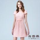 麥雪爾 圓領繡花蝴蝶結腰帶短洋裝