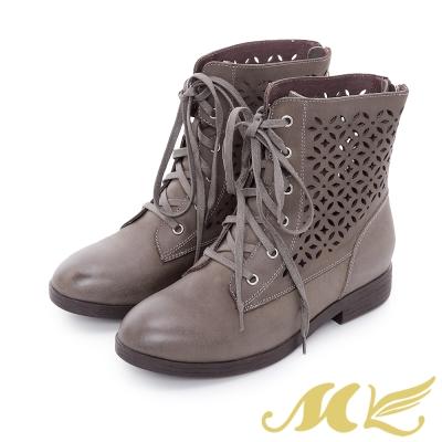 MK-全真皮-民俗雕花鏤空綁帶平底粗跟短靴-灰色