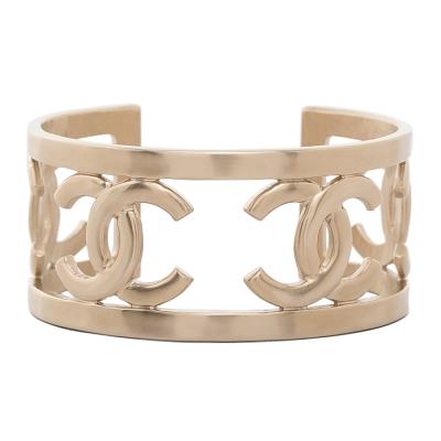 CHANEL 香奈兒寬版鏤空三個雙C 金屬手環 金色