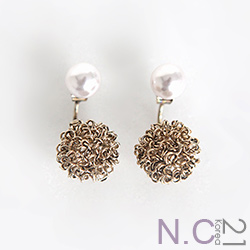 N.C21-亮麗珍珠金屬絲球耳環(共二色)