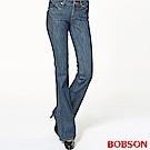 BOBSON 女款後袋蓋刺繡低腰中喇叭褲