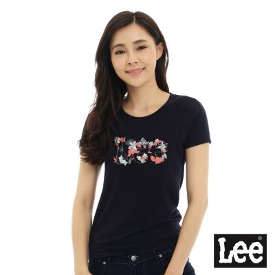 Lee 短袖T恤 白色花朵點綴LEE文字印刷 -女款(深藍)