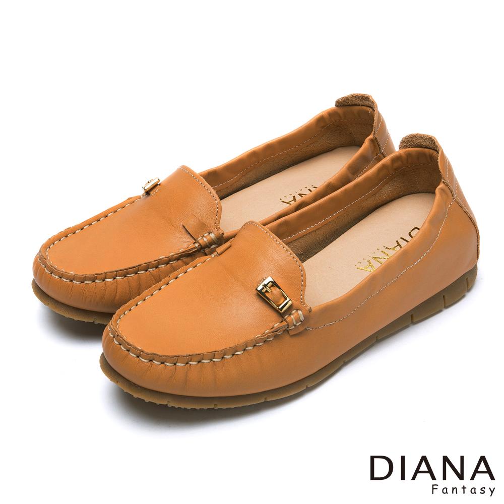 DIANA 超軟Q--經典素面金屬皮帶飾釦牛皮內增高鞋-棕