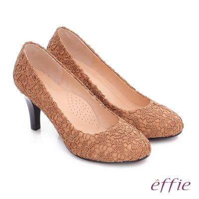 effie 耀眼女伶 優雅美型蕾絲窩心高跟鞋 卡其