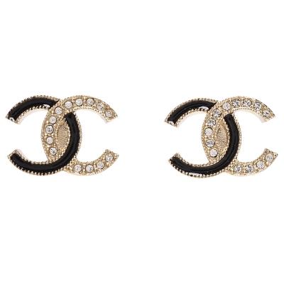 CHANEL 經典雙C LOGO陶瓷水鑽鑲嵌穿式耳環(黑X金)