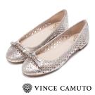 VINCE CAMUTO 閃耀時尚 蝴蝶結金屬雷射刻紋平底鞋-金色