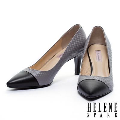 高跟鞋-HELENE-SPARK-典雅三角壓紋拼接羊皮尖頭高跟鞋-灰