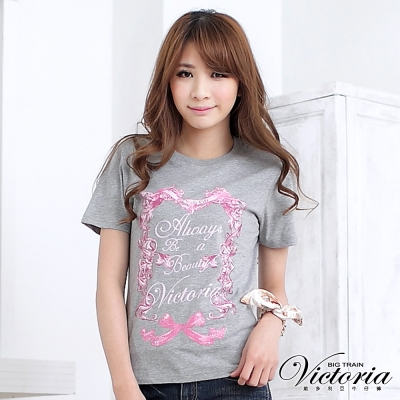 Victoria 花圈文字印花TEE-女-麻灰
