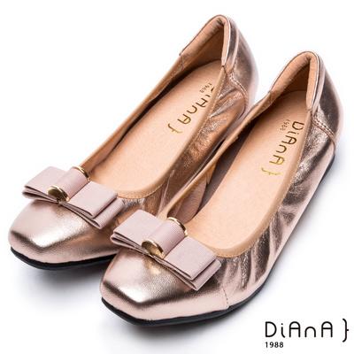 DIANA復古休閒 --方頭立體金屬釦織帶蝴蝶結真皮內增高鞋-淺金