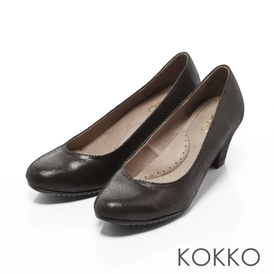 KOKKO-都會時尚彎折桃心口粗跟鞋-百搭黑