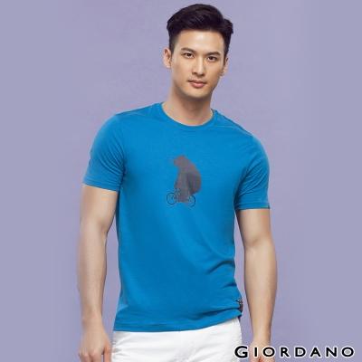 GIORDANO-男裝BOB小熊騎車純棉印花TEE-92達芙妮藍