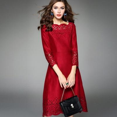 a la mode 艾拉摩兒 麂皮紅色鏤空雕花波浪邊收腰洋裝(S-2XL)