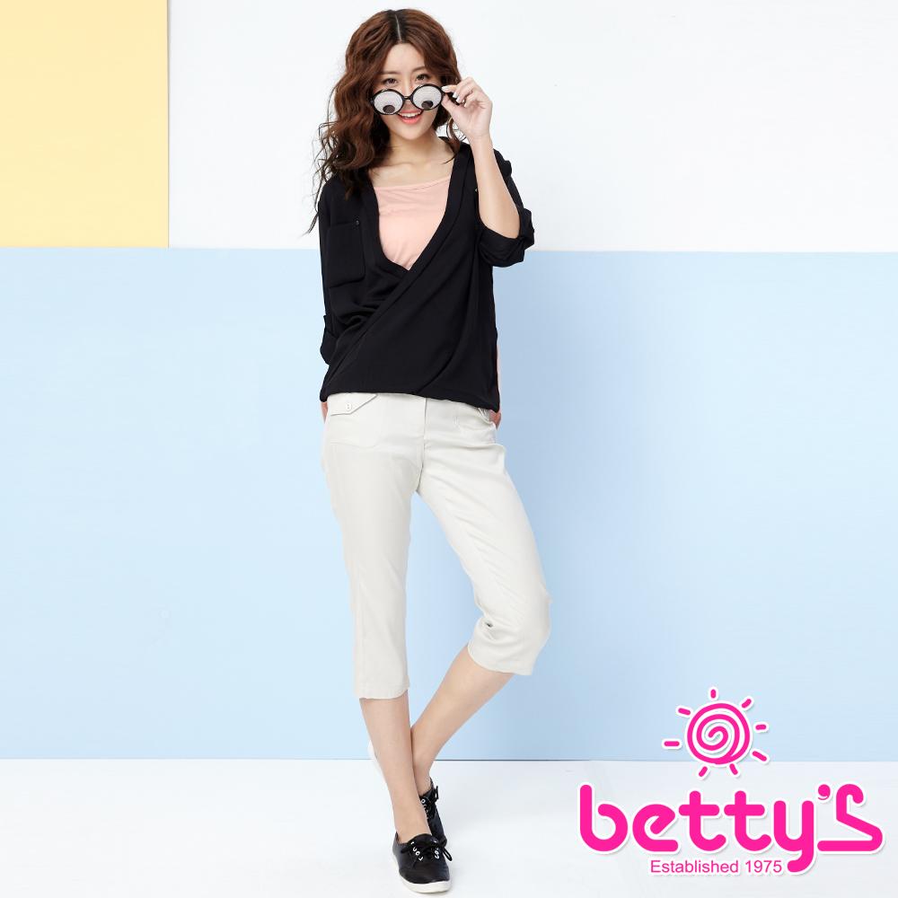 betty's貝蒂思 腰部設計層次口袋七分褲(淺卡其)