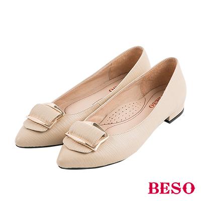 BESO摩登時尚 質感蜥蜴紋五金全真皮低跟鞋~卡其