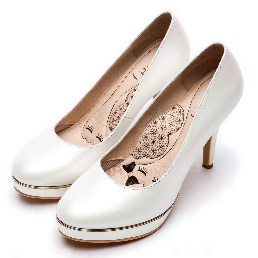 DIANA漫步雲端瞇眼美人款--金邊低調質感微光澤晚宴跟鞋-銀白