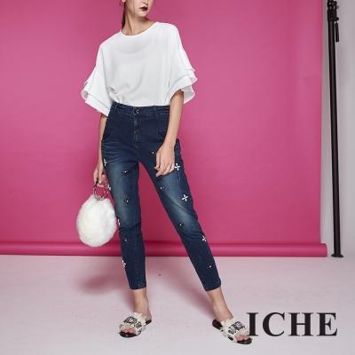 ICHE衣哲 立體花鑲飾中高腰顯瘦刷色牛仔造型長褲-藍