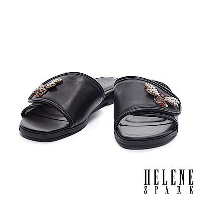 拖鞋 HELENE SPARK 金屬晶鑽蜜蜂滾邊一字異材質平底拖鞋-黑