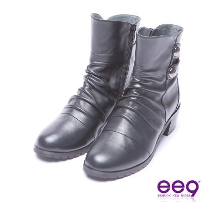 ee9 芯滿益足自然抓皺金屬扣環素面粗跟短筒靴 黑色