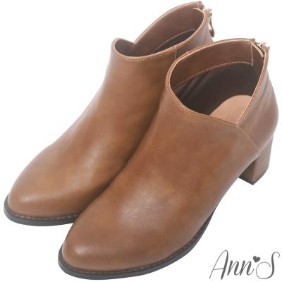 Ann'S纖瘦視覺-側V素面粗跟短靴-棕