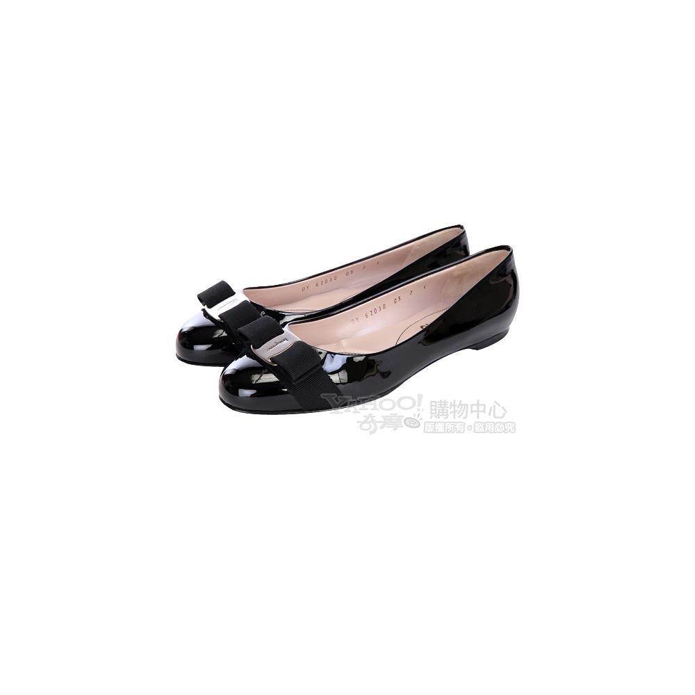 Salvatore Ferragamo 黑色漆皮蝴蝶結飾娃娃鞋