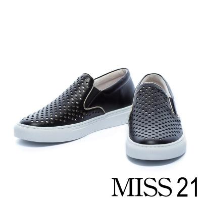 休閒鞋 MISS 21 異材質拼接洞洞平底休閒鞋-黑