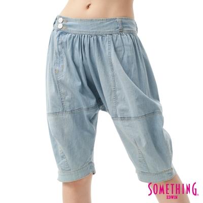 SOMETHING 五分褲 多剪接忍者褲-女-重漂藍