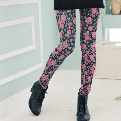 【La Belleza 中大尺碼】玫瑰花仿牛仔內搭褲