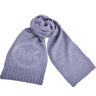 MICHAEL KORS 圓金屬鉚釘MK LOGO素面針織長圍巾-灰