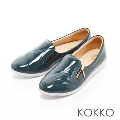 KOKKO-城市漫步軟底漆皮休閒平底便鞋-深綠