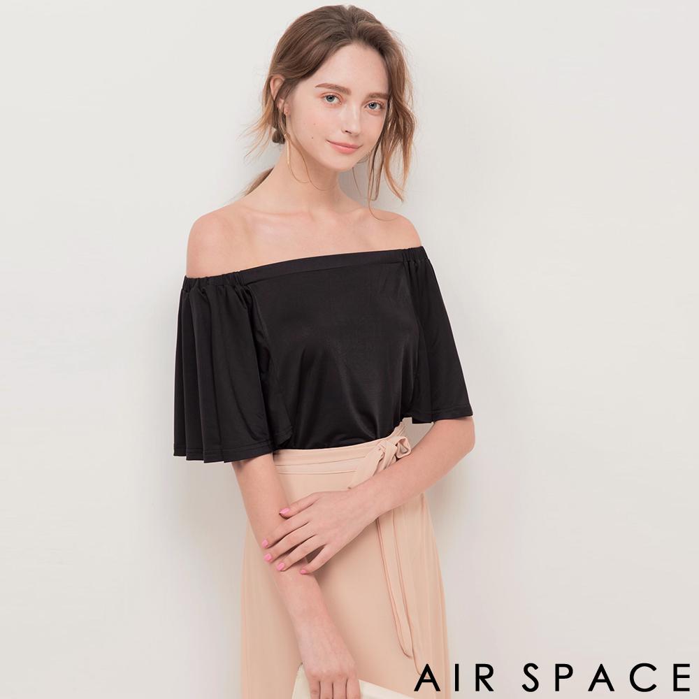 AIR SPACE 舒彈一字領荷葉袖上衣(黑)