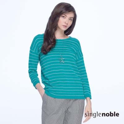 獨身貴族 優柔淑女點點線條寬領針織衫(2色)