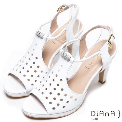 DIANA 華麗星光--透氣洞洞孔時髦水鑽羅馬涼跟鞋-白