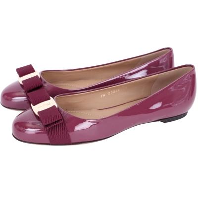 Salvatore Ferragamo VARINA 漆皮娃娃鞋(桃紫色)