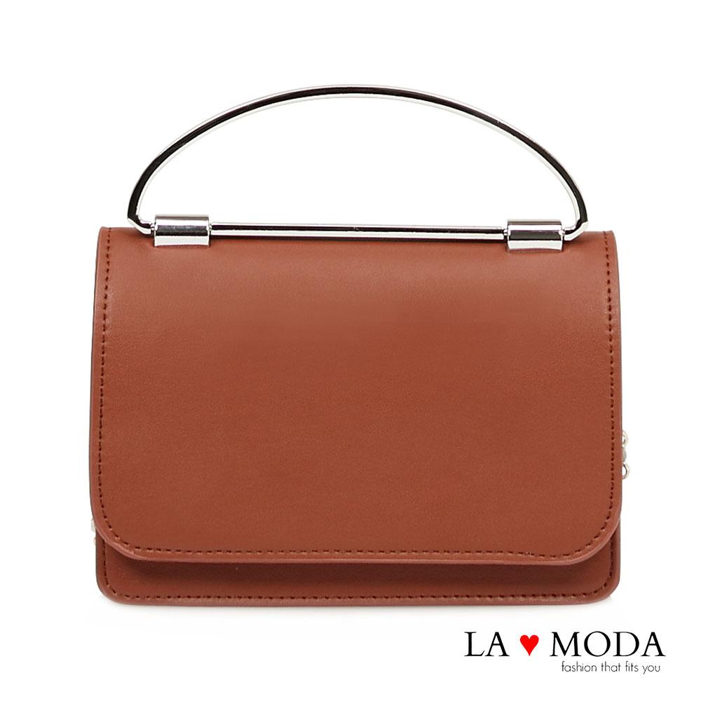 La Moda 約會晚宴必備~質感女孩特殊弧形手把設計肩背斜背手拿鏈帶包(棕)