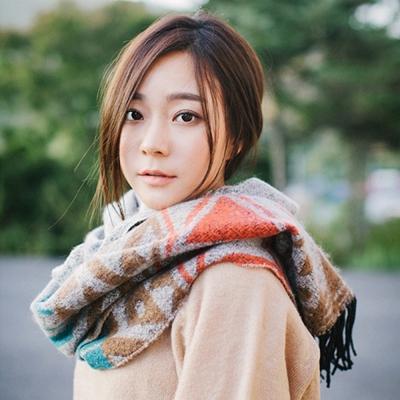 梨花HaNA-日本森林女孩感三角彩色圖騰流蘇披肩圍巾