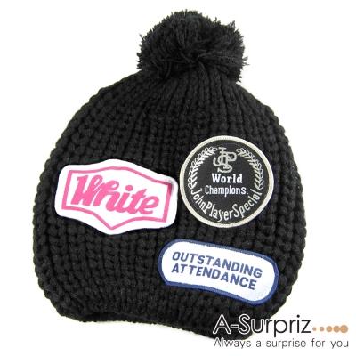 A-Surpriz 韓風率性徽章毛球針織帽(酷性黑)