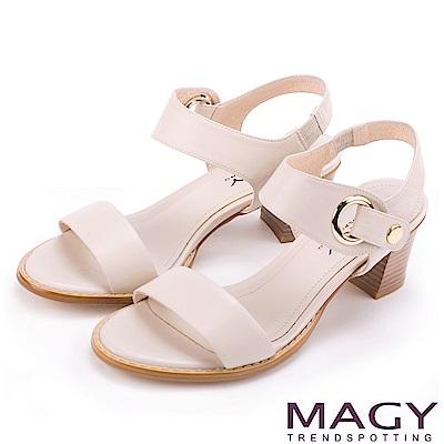 MAGY 摩登時尚 氣勢圓環繫帶一字粗跟涼鞋-米色