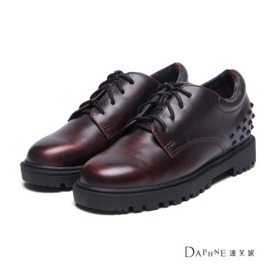 達芙妮DAPHNE-牛津鞋-金屬刷色鉚釘綁帶內增高牛津鞋-酒紅