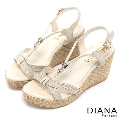 DIANA-典雅迷人-經典車線垂墜吊飾真皮楔型鞋