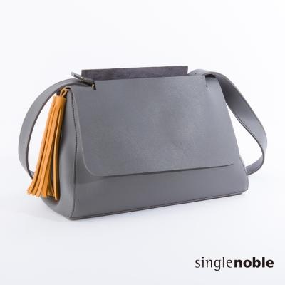 獨身貴族 簡約質感掀蓋立體開口設計肩背包(2色)