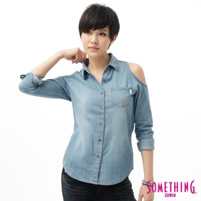 SOMETHING 襯衫 休閒露肩牛仔襯衫-女-石洗藍