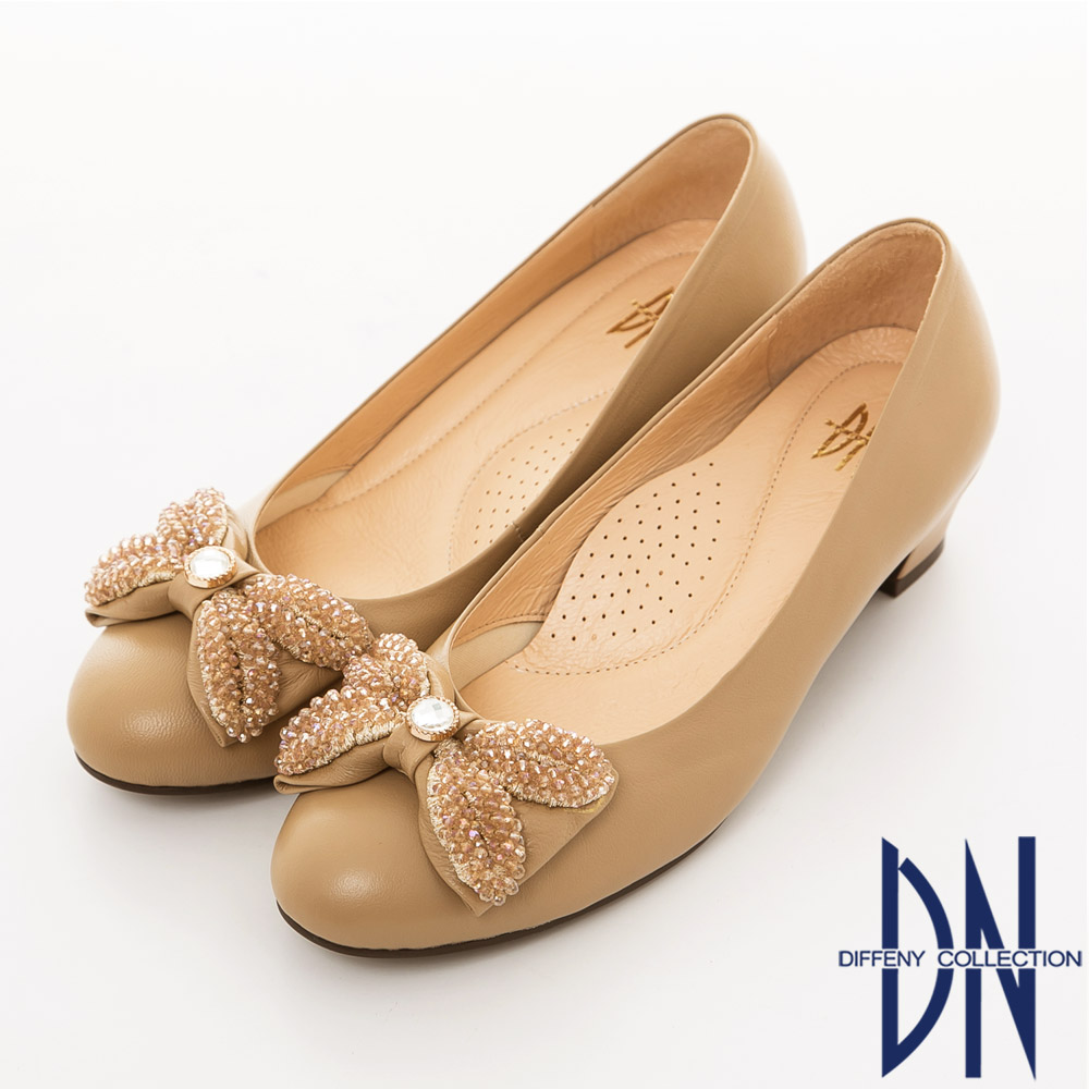 DN 微甜氣質 全真皮耀眼鑲飾蝴蝶低跟鞋 卡其
