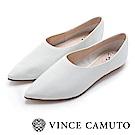 Vince Camuto 小羊皮素面尖頭平底鞋-白色