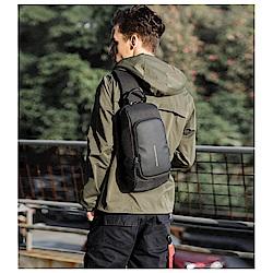 leaper kaka時尚休閒USB充電單肩包胸包 共2色